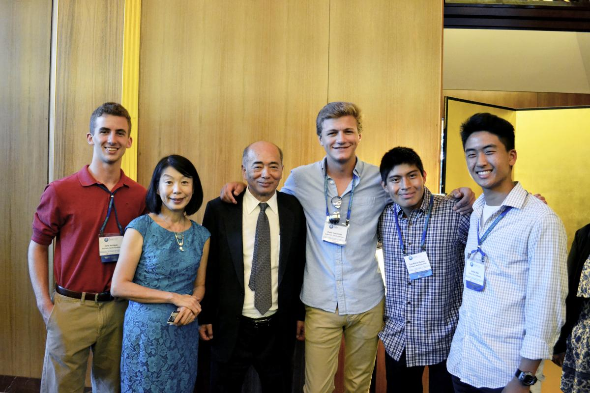 Students take a photo with Ambassador Kenichirō Sasae and Mrs. Nobuko Sasae.